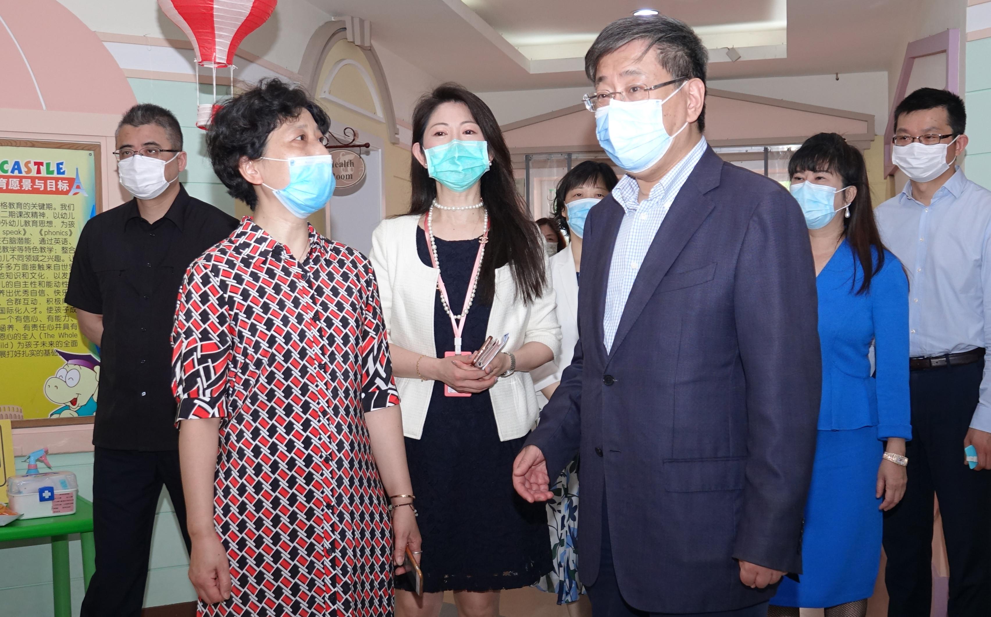 """情暖""""六一""""丨李文辉走访吉的堡新汇幼儿园"""